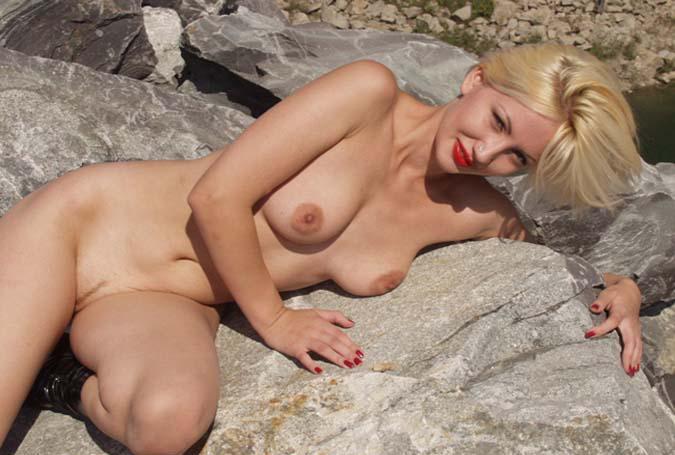 Blondes Babe erfüllt deine Sex Wünsche beim Telefonchat