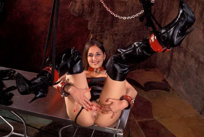 Gehorsame Sexchat Schlampe wartet auf ihren Herren am Telefon